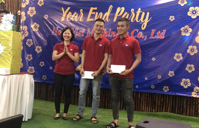 NAM VIET REWARD TO EXCELLENT STAFF FOR THEIR JOB IN YEAR 2018